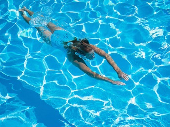 Nuoto-schiena-al-sicuro_o_su_horizontal_fixed